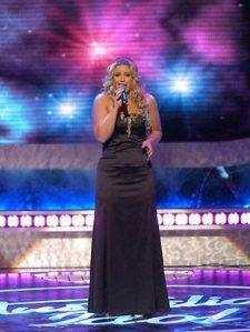 Australian Idol winner, Kate DeAraugo has had a very public battle with the bulge
